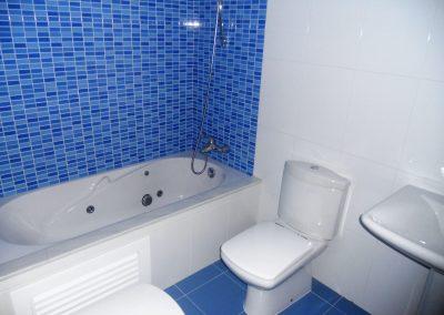 Baño general con ducha con hidromasaje