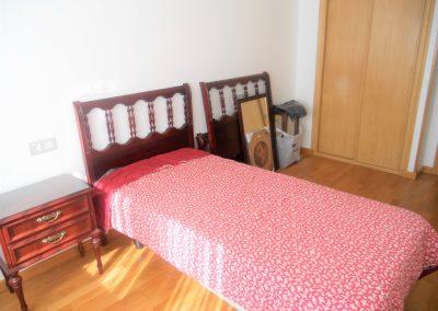 Habitación doble con armario empotrado de dos puertas