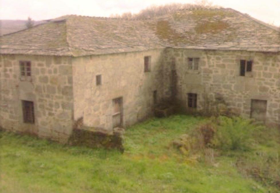Conjunto de propiedades para restaurar – en O Corgo