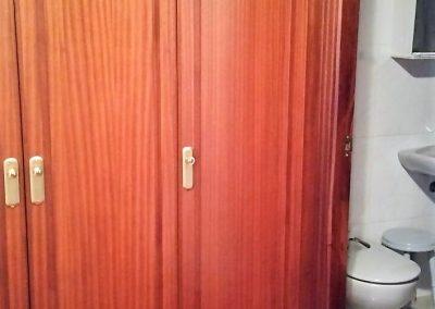 Vestidor y baño de habitación principal