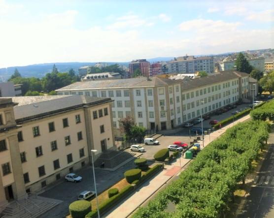 Piso para reformar con espectaculares vistas – en Ramón Ferreiro en Lugo