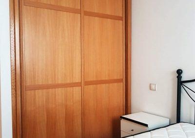 Habitación principal con armario empotrado