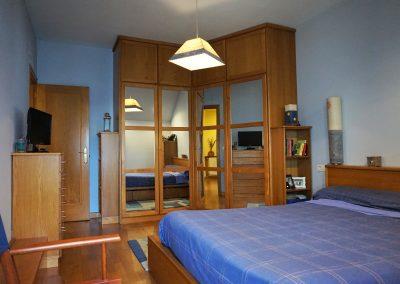 Habitación doble con armarios empotrados hechos a medida