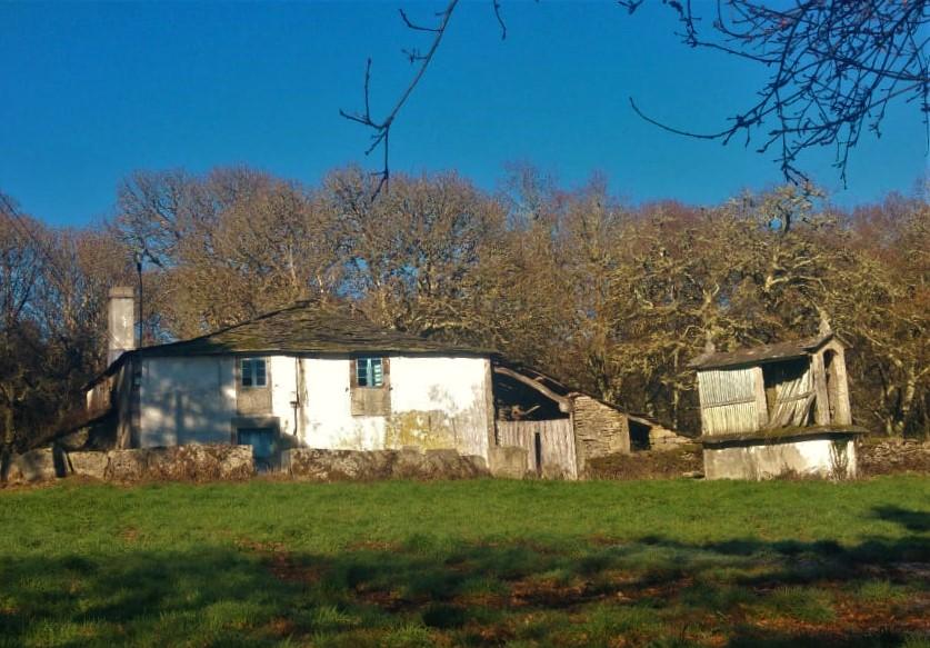 Casa de piedra para restaurar con finca – a 18 km de Lugo