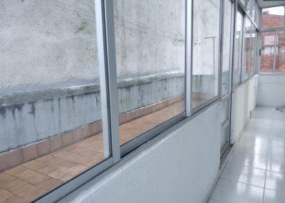 Galería con terraza descubierta
