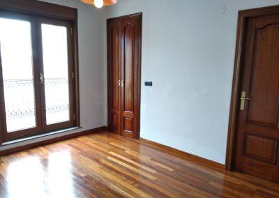 Habitación principal con vestidor y baño privado