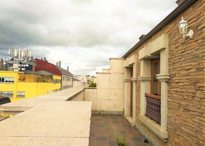 Terraza con entrada a dos habitaciones planta alta