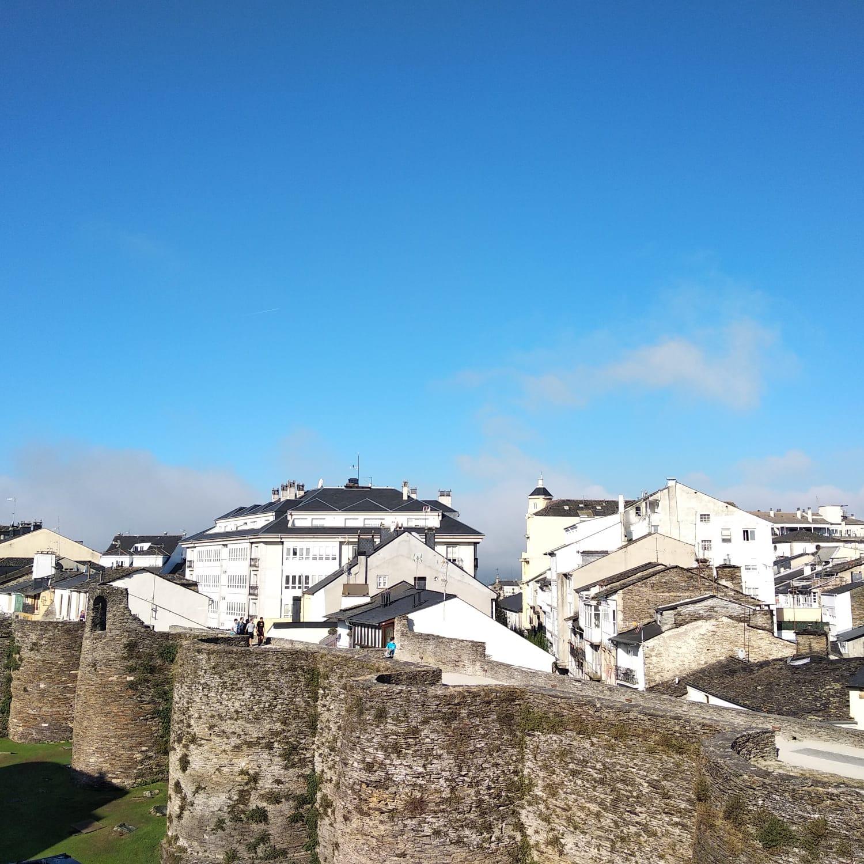 Duplex amueblado con vistas a la muralla – en Lugo