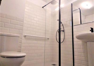 Baño adaptado de habitación principal