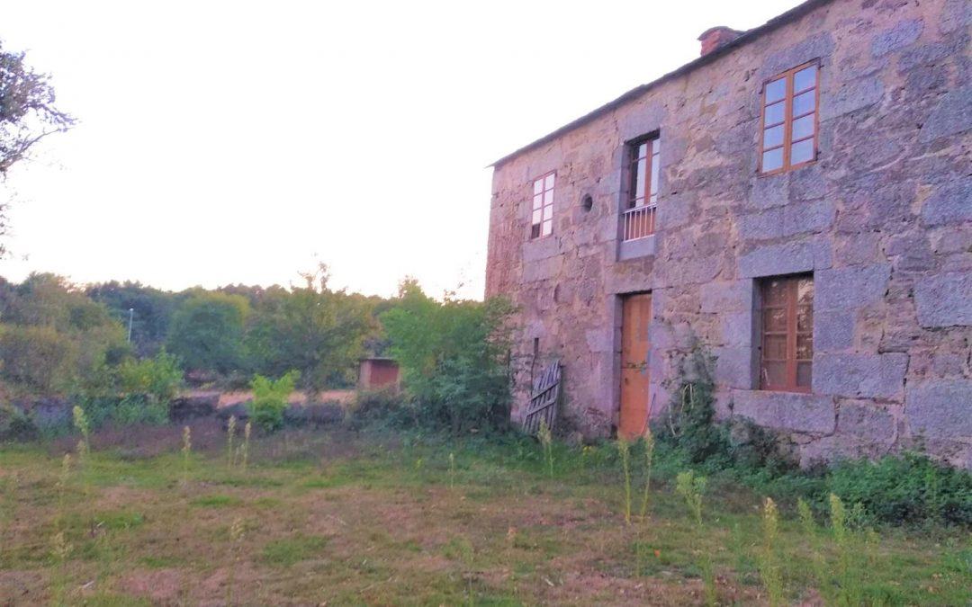 Casa de piedra con finca – en Quintela (O Corgo)