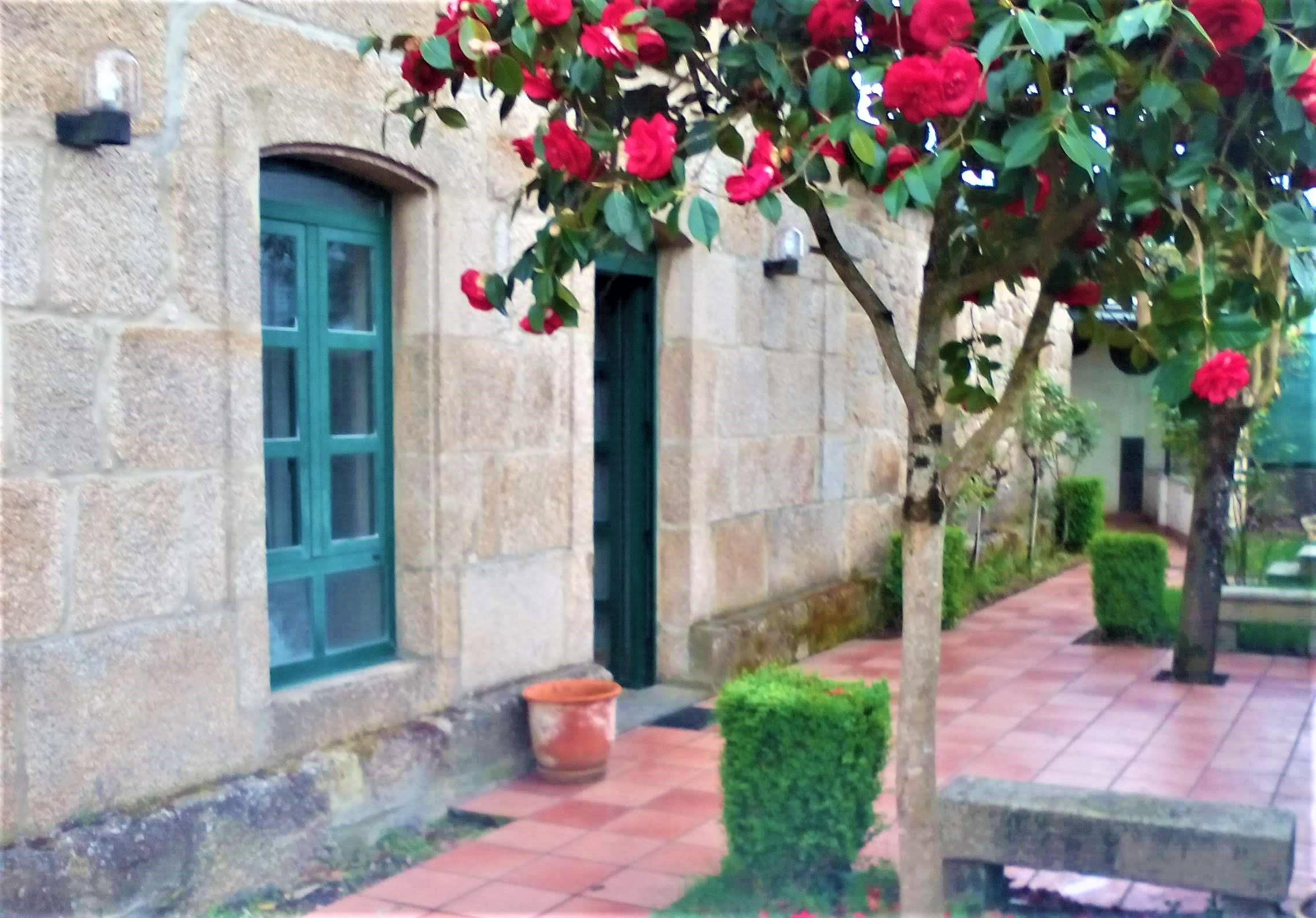 Casa adosada reformada – en Puebla de San Julián (Lugo)