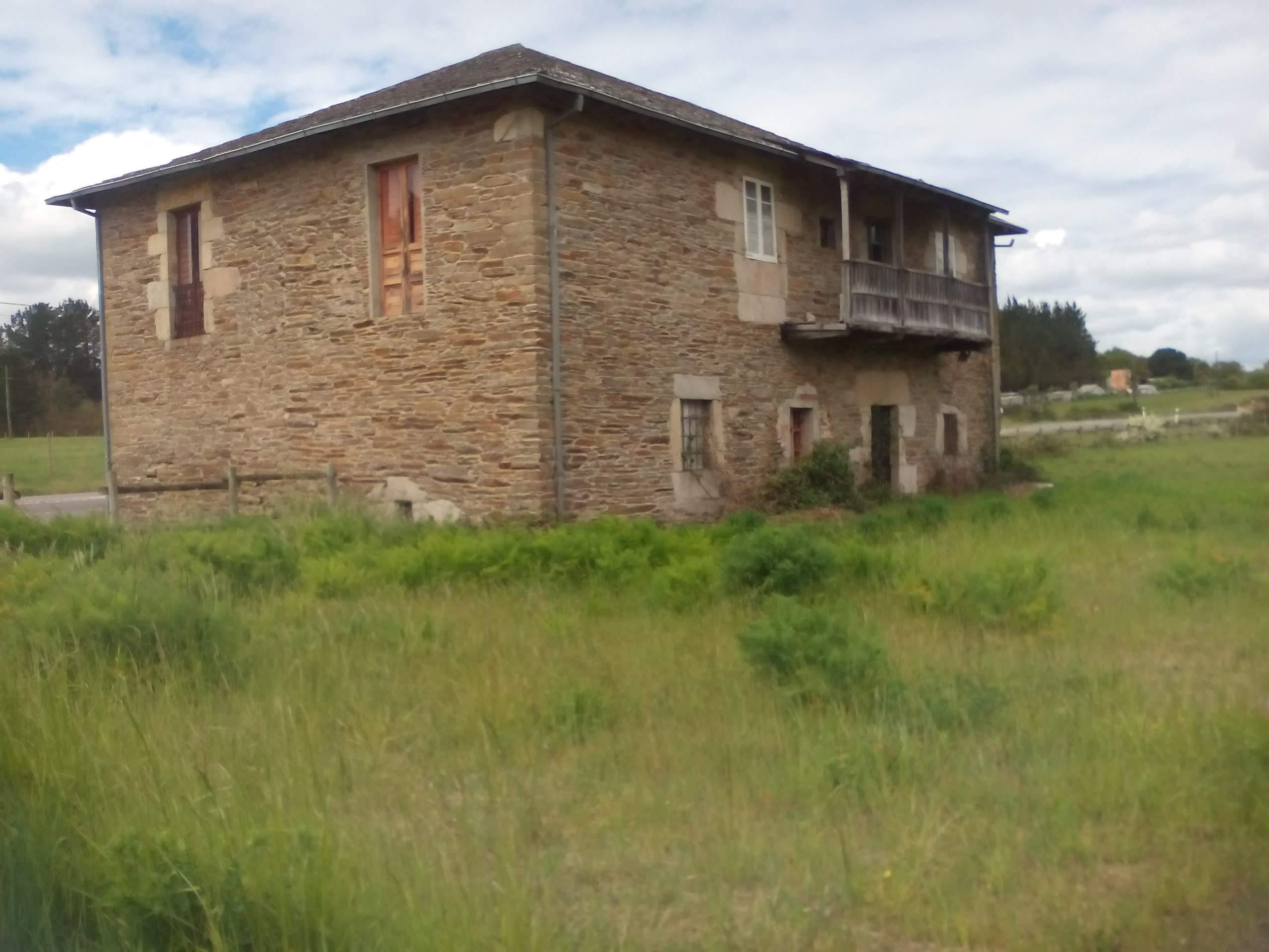 Casa de piedra para reformar – en Sabarei