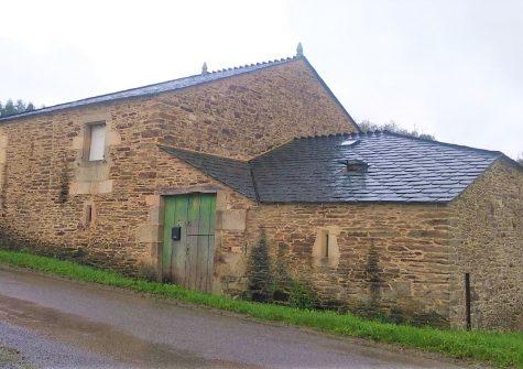 Casa de piedra semi reformada – en Fraialde (Pol)