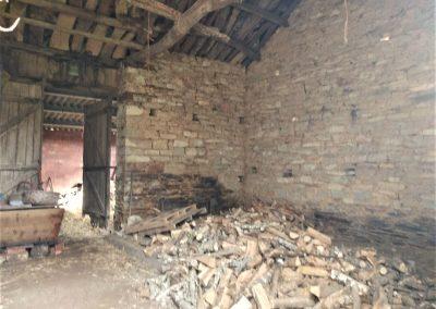 Interior granero de piedra