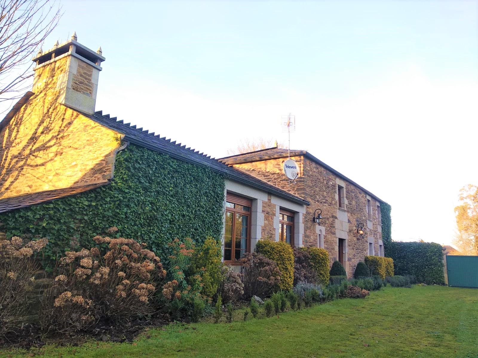 Espectacular casa de piedra – en Cospeito (Lugo)