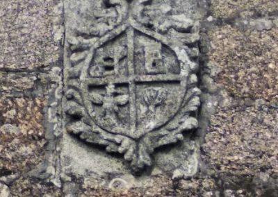 Escudo de fachada lateral