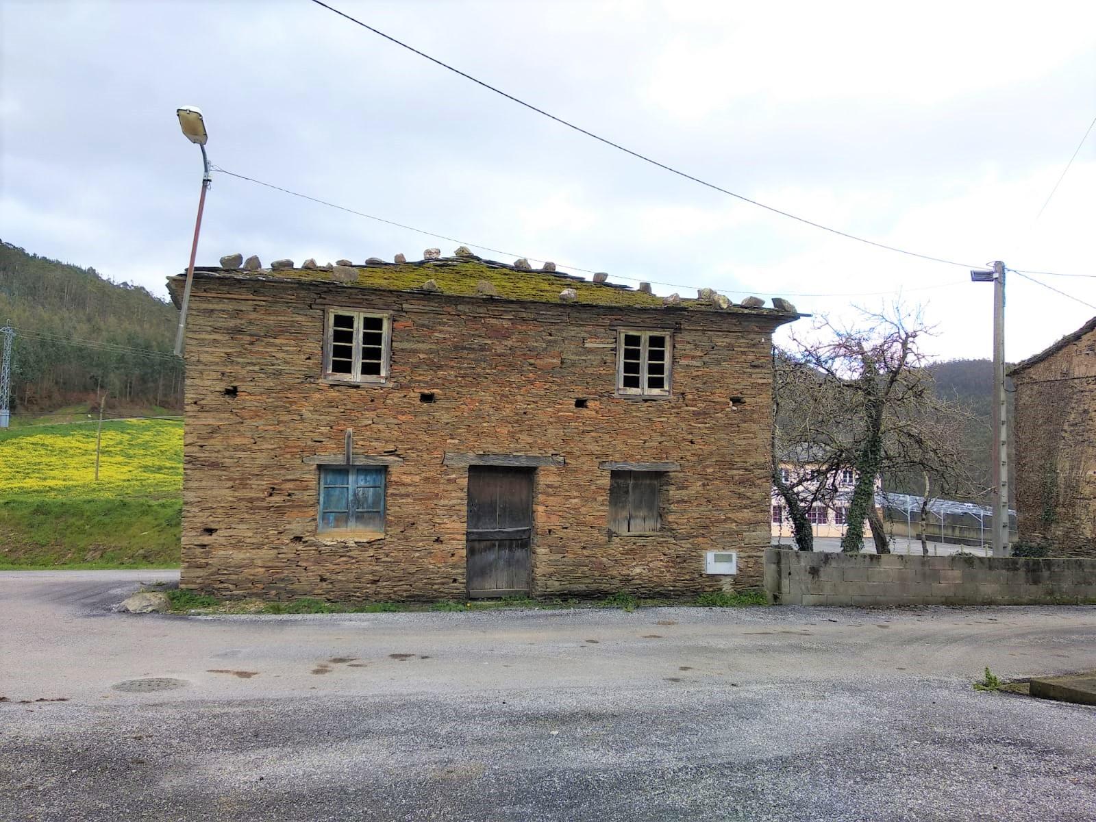 Casa de piedra para reformar – en Trabadela (Trabada)