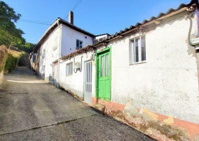 Conjunto de tres casas para reformar en Monforte de Lemos