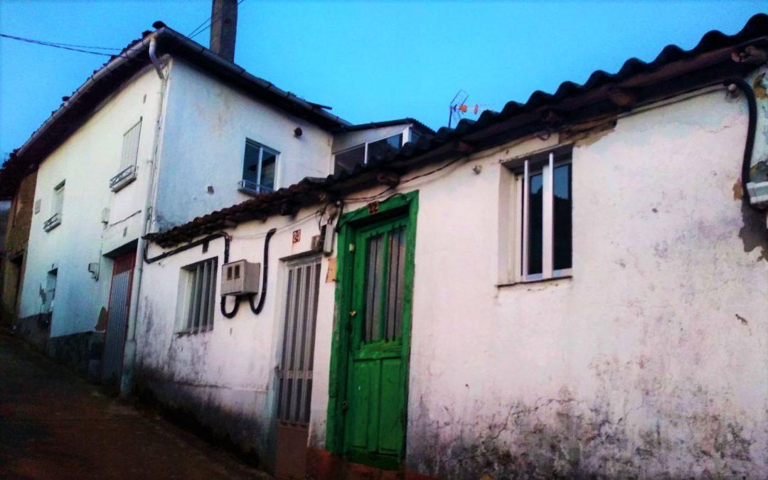 Conjunto de tres casas para reformar – en Monforte de Lemos