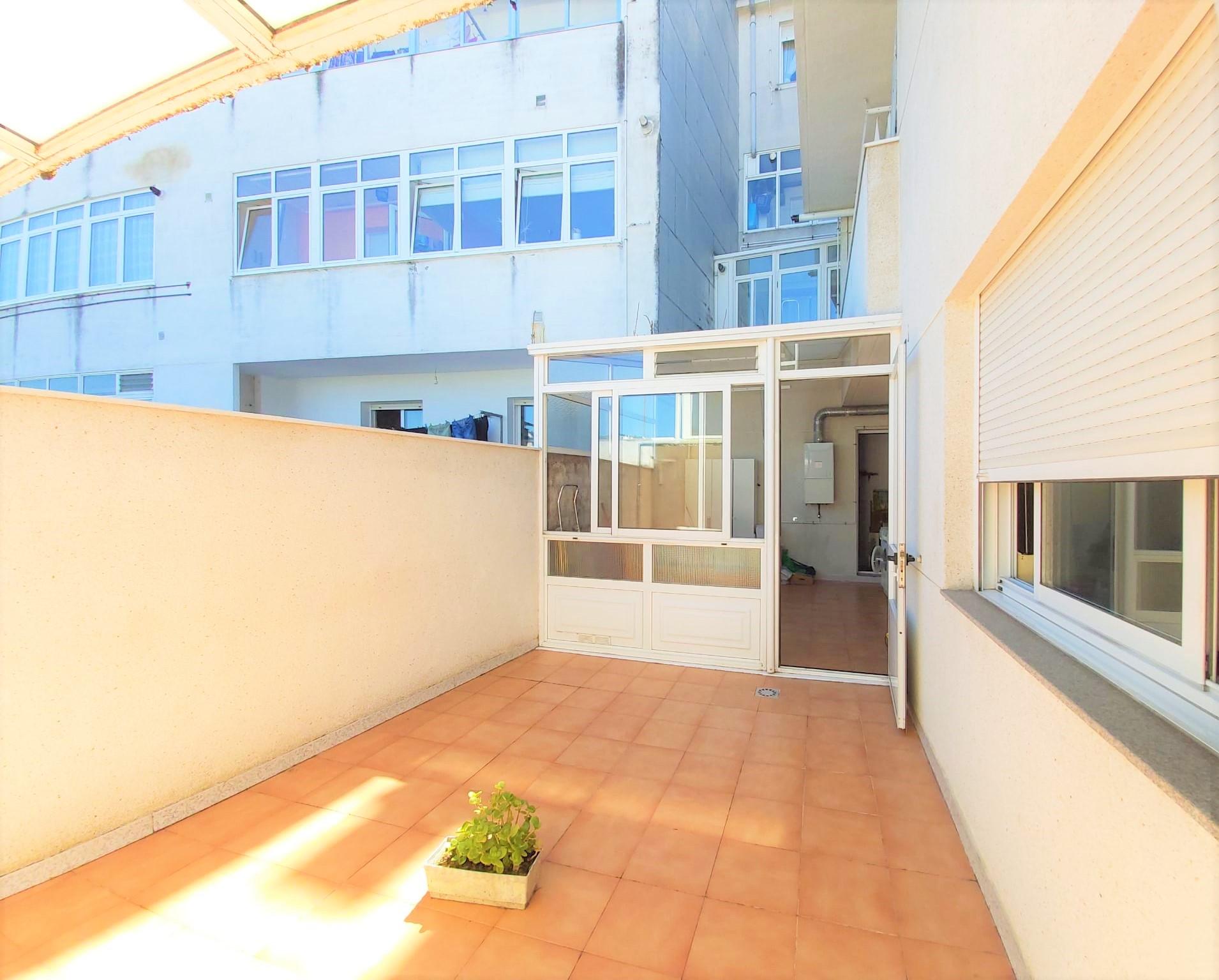 Apartamento sin amueblar con terraza – en calle Alvedro (Lugo)