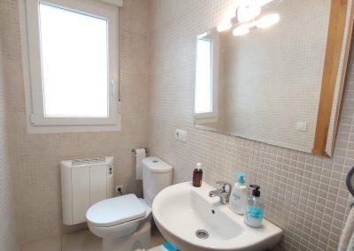 Baño habitación principal con bañera