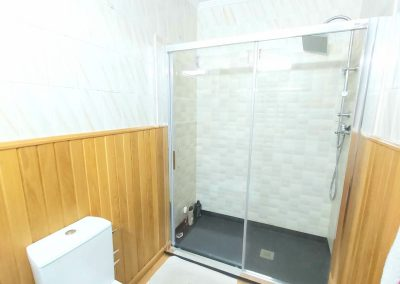 Baño general con ducha