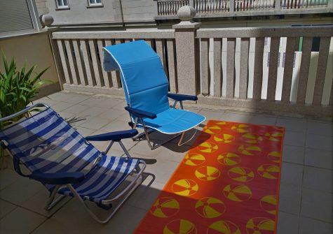 Piso amueblado con terraza y todos los servicios – en la calle Acacias (Lugo)