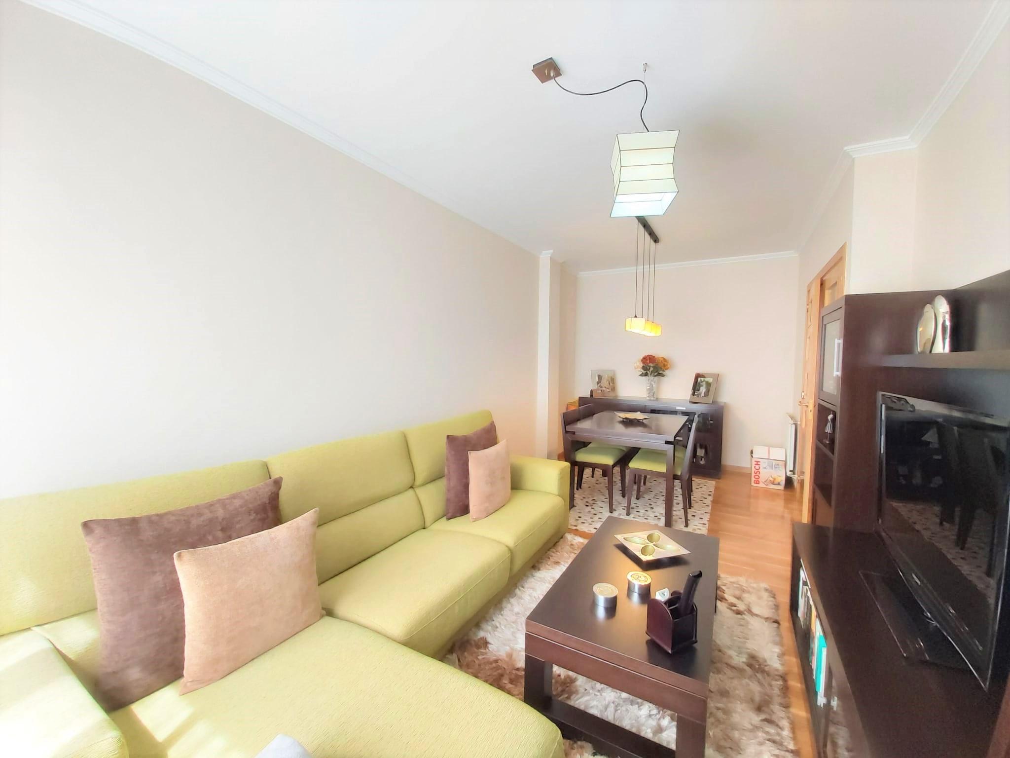 Apartamento amueblado a medida – en calle Manuel Murguía (Lugo)