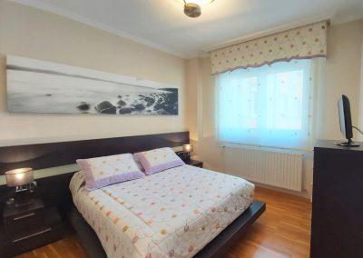 Suite principal con armario empotrado y baño