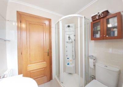 Baño general con ducha de hidromasaje