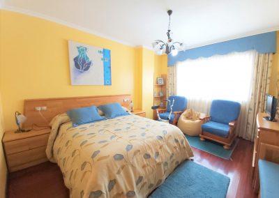 Habitación suite con vestidor y baño privado