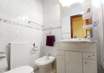 Baño general con bañera
