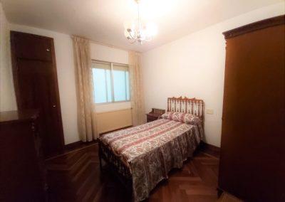 Habitación individual con dos armarios